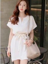 DRESS PUTIH SIMPLE BERPITA ELEGANT